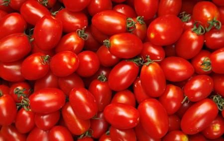 网传生吃西红柿相当于吸二手烟,专家称纯天然种植生吃无害