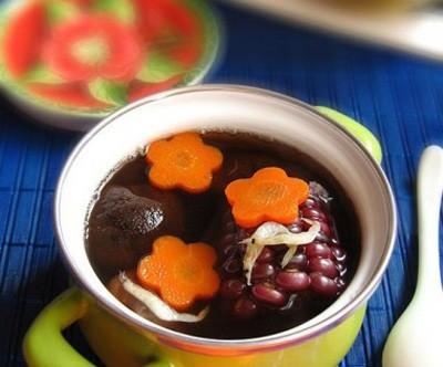 水果玉米美食——红蘑虾皮玉米汤